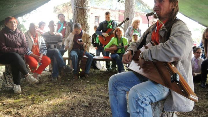 Metallica на гуслях: музыкант из Верколы Сергей Минин учится играть рок на старинном инструменте
