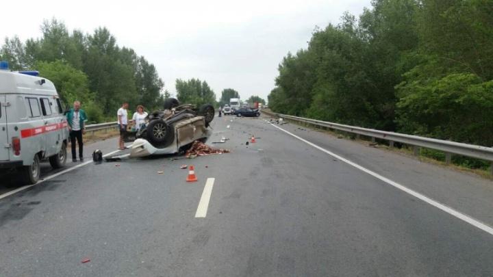 Под Самарой Nissan перевернулся на крышу после ДТП с Mitsubishi, четверо погибли