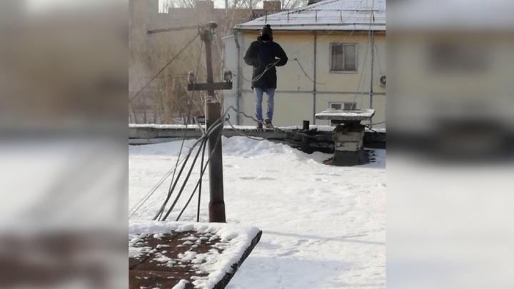 Пьяный житель Тольятти буянил на крыше и угрожал спрыгнуть
