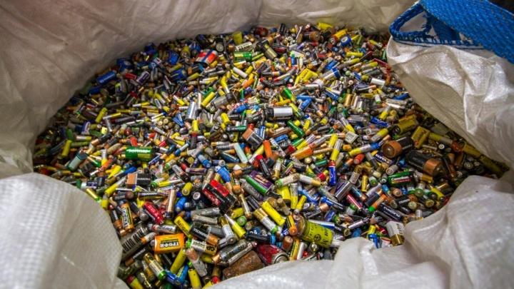 К Новому году в челябинских магазинах поставят контейнеры для сбора батареек