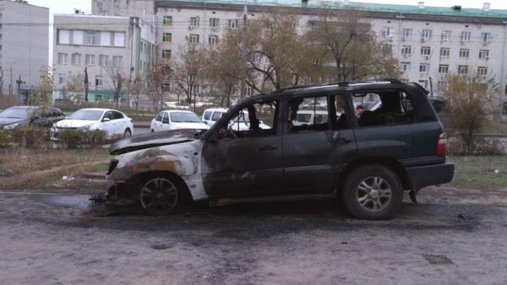В Волгоградской области сгорели грузовик и две Toyota