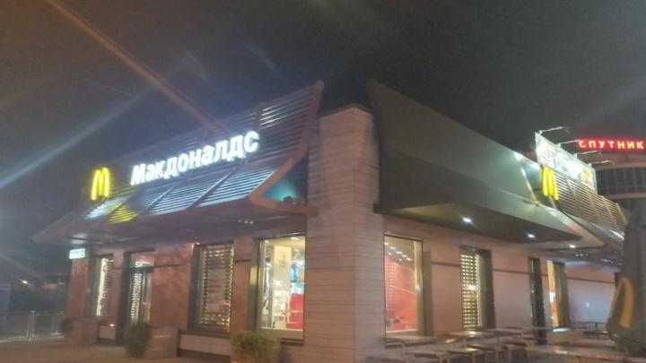 «Макдоналдс» на Московском проспекте оцепила полиция