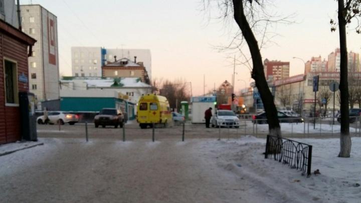 ДТП на Червишевском тракте: мама оттолкнула ребенка, но сама угодила под колеса иномарки
