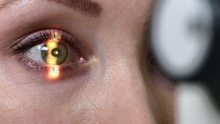 Онколикбез: как макияж может сохранить глаз и можно ли ослепнуть из-за рака