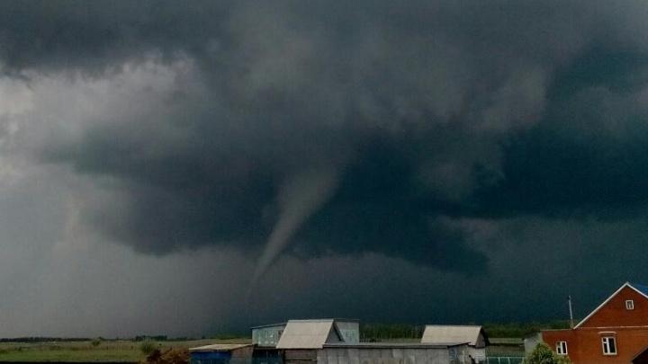 В Самарской области в селе Ясная Поляна ввели режим ЧС из-за урагана