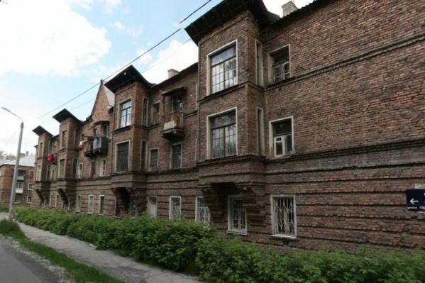 Дома отличаются уникальной для Челябинска европейской архитектурой