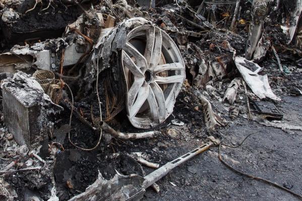 Отдыхающие увидели машину полностью объятой огнем