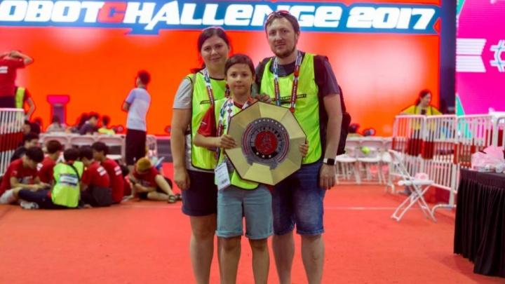 Школьник из Челябинска завоевал серебро на соревнованиях роботов в Китае