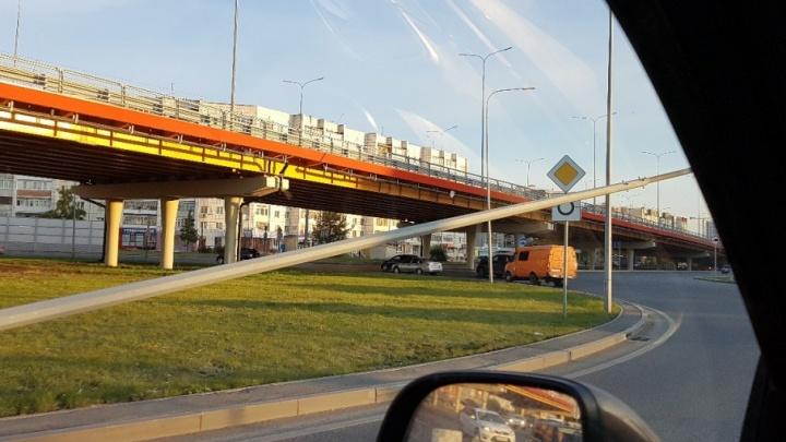 За месяц автомобилисты сбили два фонаря на кольце Мельникайте–Широтная