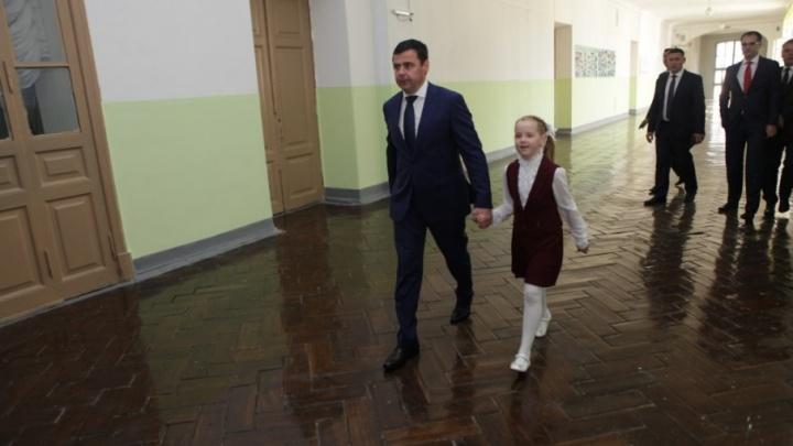 В Ростове первоклашка пришла в школу с главой региона Дмитрием Мироновым