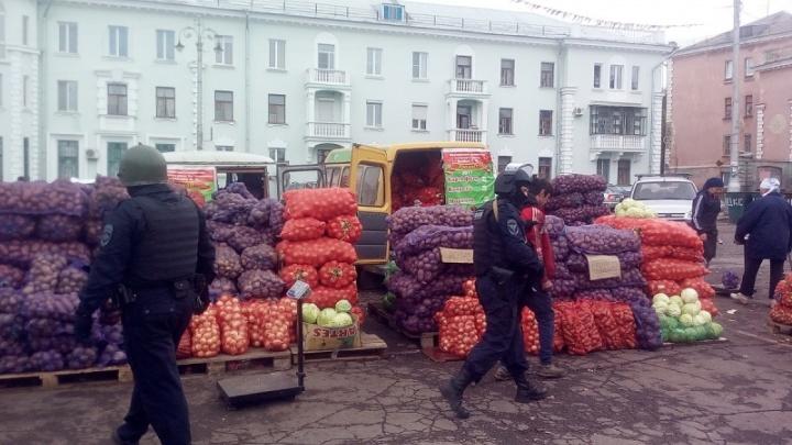 За сутки челябинская полиция проверила мигрантов в 19 торговых объектах