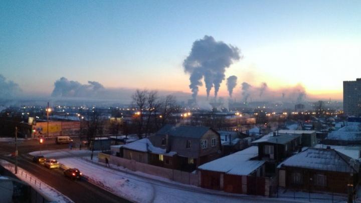 «Даже пожарная сигнализация срабатывает»: челябинцы массово жалуются на густой смог