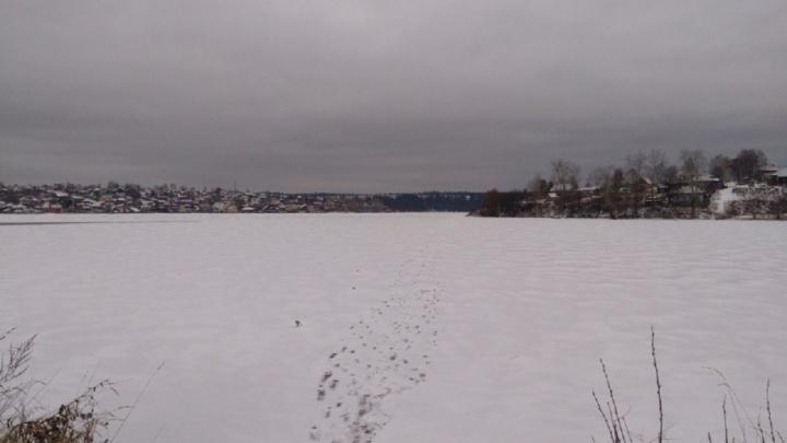 Вышел на тонкий лед: возле Чусовского моста утонул рыбак