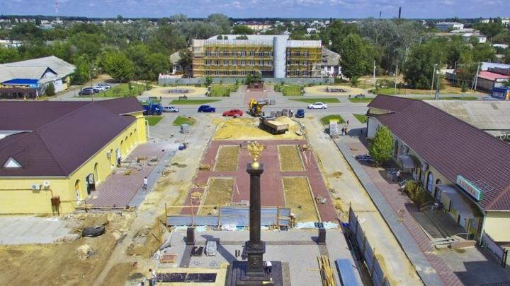 В Калаче к приезду Путина поставили позолоченную колонну города воинской славы