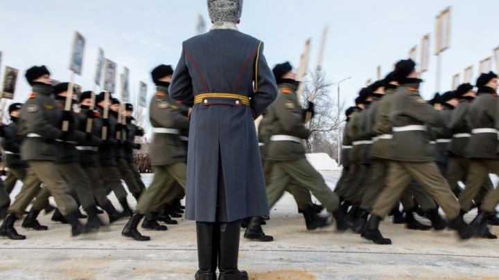 Солдаты, танки и самолеты: завтра в Волгограде пройдет генеральная репетиция парада