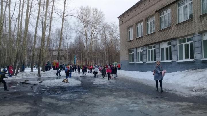 Из-за угрозы взрыва эвакуировали школу на Воронина
