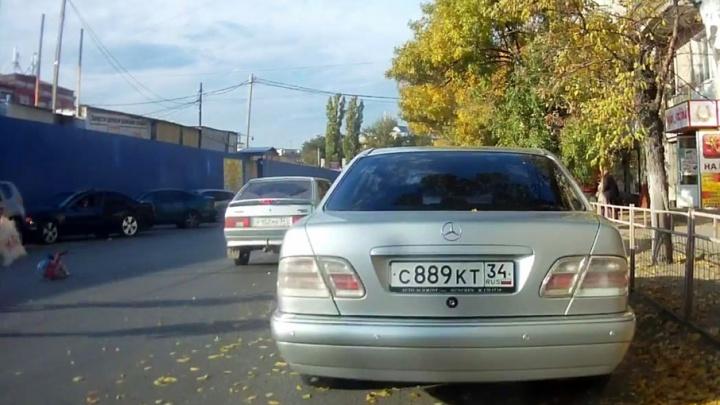 В Волгограде напротив Тракторного рынка сбили пятилетнюю девочку