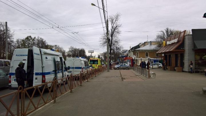 Ярославский ресторан окружила полиция из-за подозрительной сумки