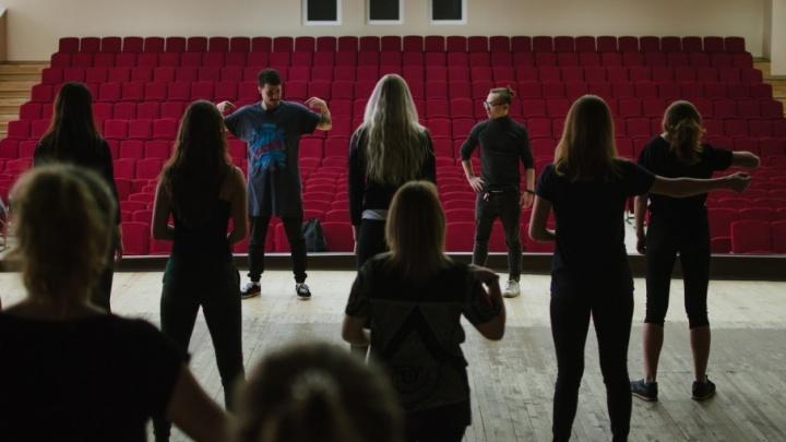 «Музыка на кончиках пальцев»: глухой танцор провел для челябинцев мастер-класс