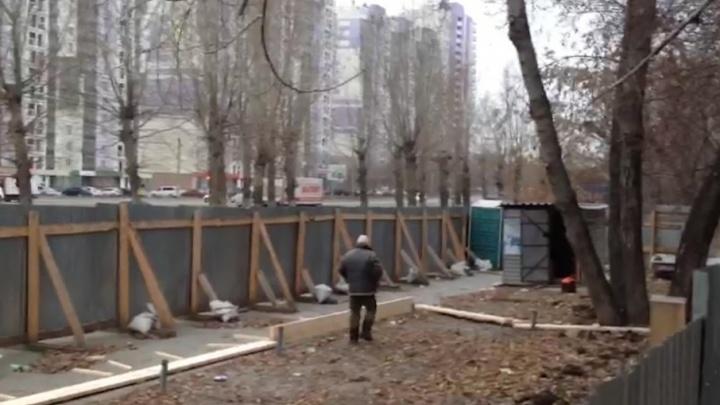 «Хотелось рыдать от бессилия»: на Молодогвардейцев начали заливать фундамент под торговый комплекс