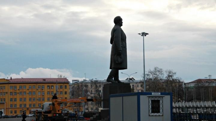 На площади Куйбышева обустраивают велопарковки