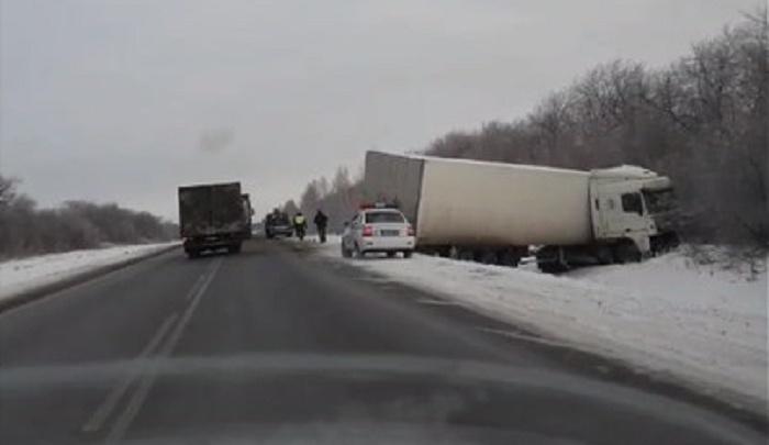 В ДТП с грузовиком на трассе Тюмень — Омск пострадала 3-летняя девочка