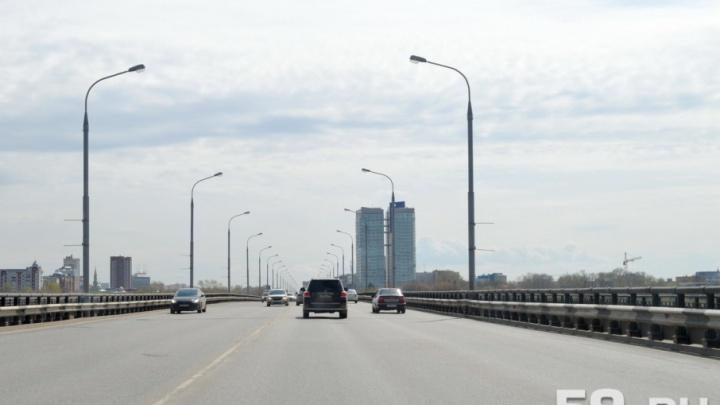 «Будем работать круглосуточно»: пермяков попросили объезжать Коммунальный мост во время его ремонта