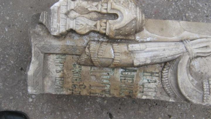 На улице Фрунзе в Самаре нашли фрагменты старинных могильных плит