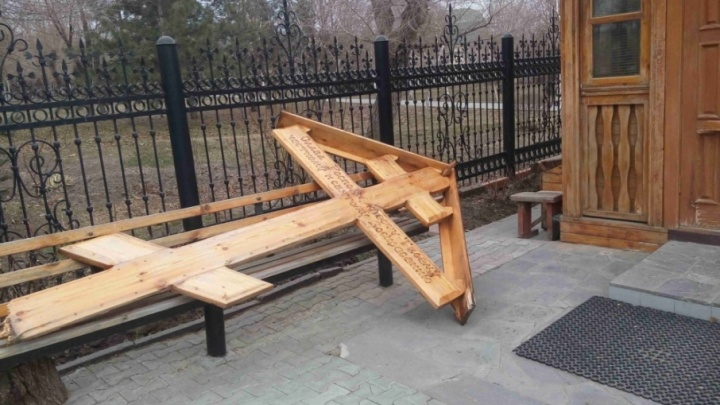 В Волгограде пошел под суд вандал, сломавший крест у храма ради эффектного видео