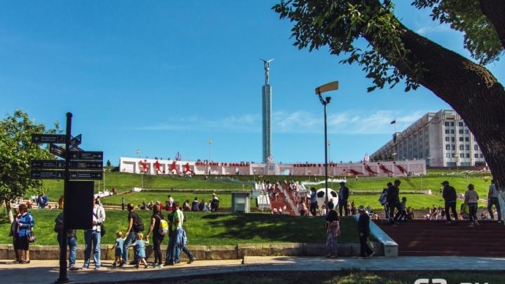 «Стену плача» на спуске площади Славы украсили спортивной инсталляцией