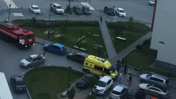 В Тюмени водитель Mercedes сбил ребенка на парковке