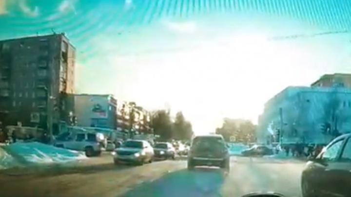 В Ярославле на «проклятом» перекрестке «Фольксваген» сбил женщину с дочерью и пытался скрыться