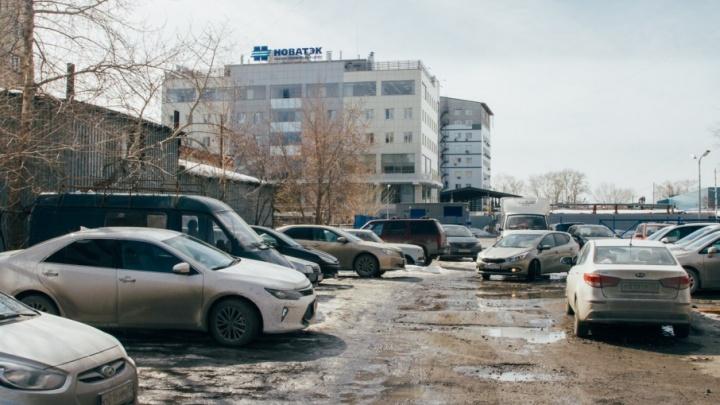 На Таймырской улице сделают новую парковку