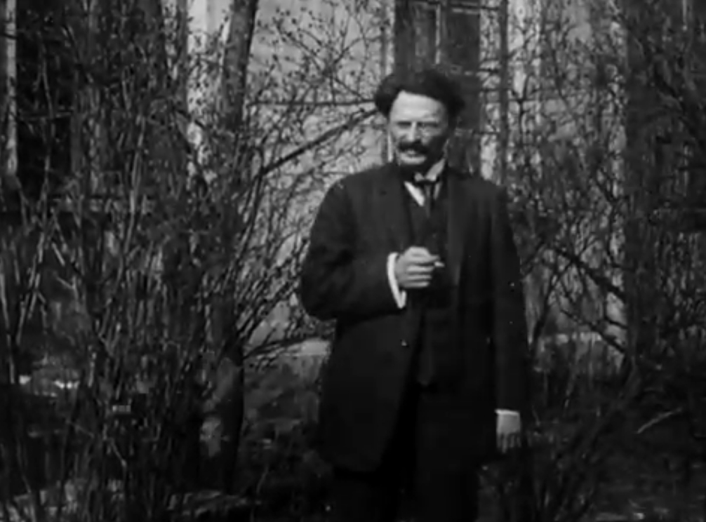 Лев Троцкий//кадр из фильма Дзиги Вертова «Годовщина Революции»