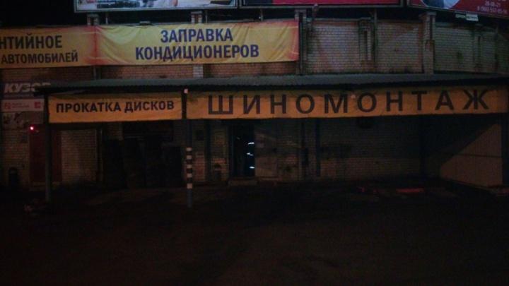 Ночной пожар в автосервисе на проспекте Толбухина: огонь тушили десять человек