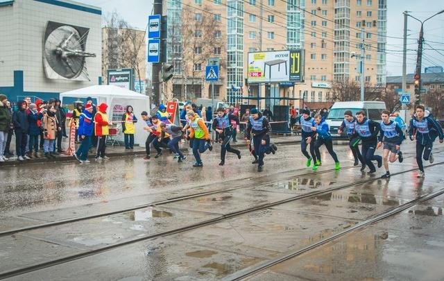 Нефтяники провели эстафету по легкой атлетике и наградили призами школьников и студентов