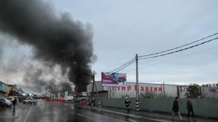 В областном МЧС озвучили вероятные причины пожара на рынке «Атлант»