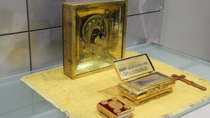 В Тюмень привезли чудотворную икону Божией Матери и ковчег с частицей мощей святителя Феофана