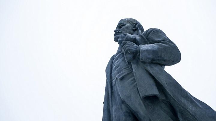 Заменят гранит: памятник Ленину на площади Революции приведут в порядок к октябрю