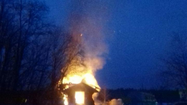 В Приморском районе пламя уничтожило кладбищенскую часовню