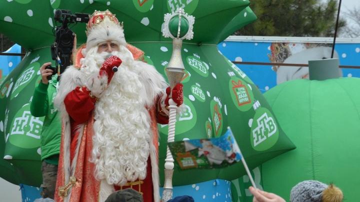 Исполнит желание и придет в гости: Дед Мороз из Великого Устюга навестил донскую столицу