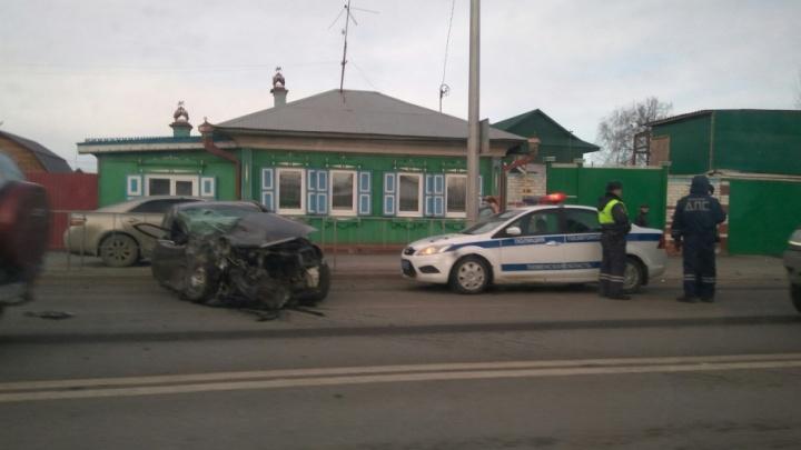 В аварии на Чернышевского сильно пострадал водитель, которого выбросило из машины