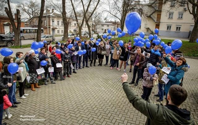 Флешмоб «Зажги синим» пройдет в Ростове и области
