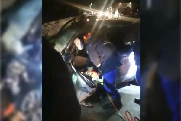 Водитель не смог самостоятельно выбраться из машины