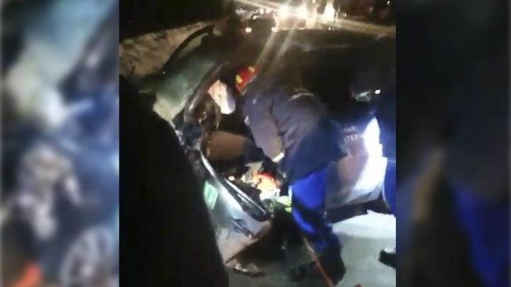 Груда машин: в Самаре в  ДТП водитель легковушки сломал обе ноги
