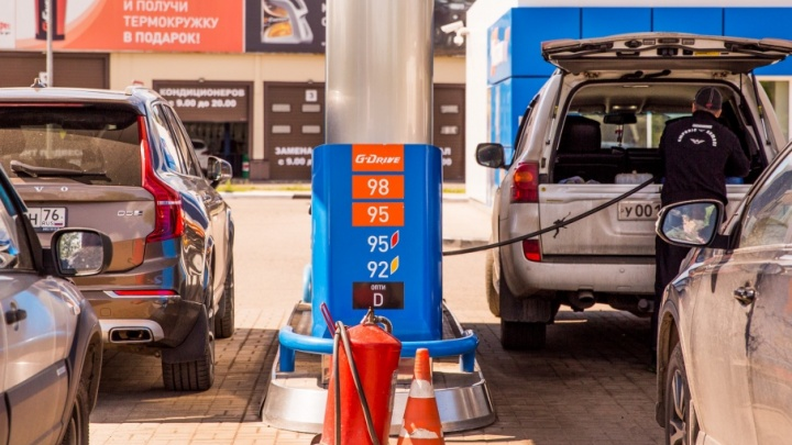 Завтра в Ярославле подешевеет бензин: где и на сколько
