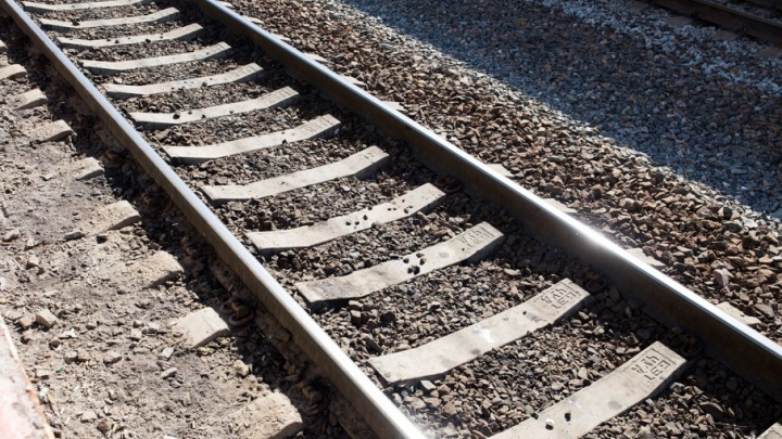 В Ярославле поезд насмерть сбил молодого мужчину
