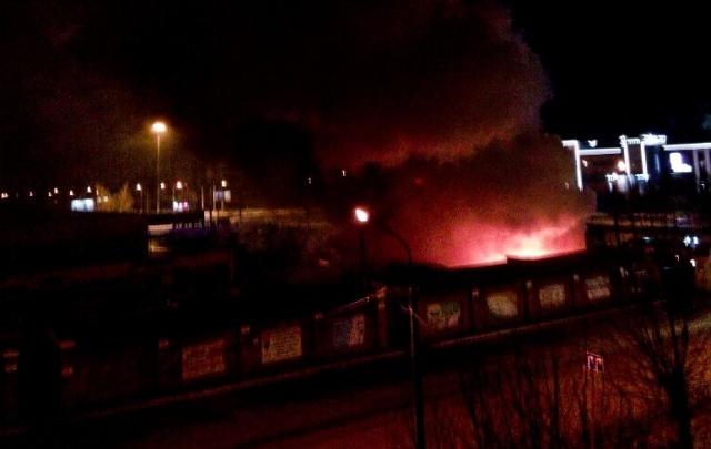 На Колхозном рынке в Челябинске сгорели 12 киосков
