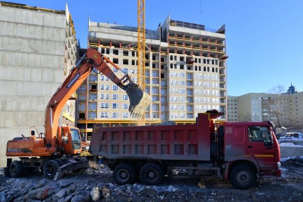 В центре города идёт активное строительство нового жилого комплекса.