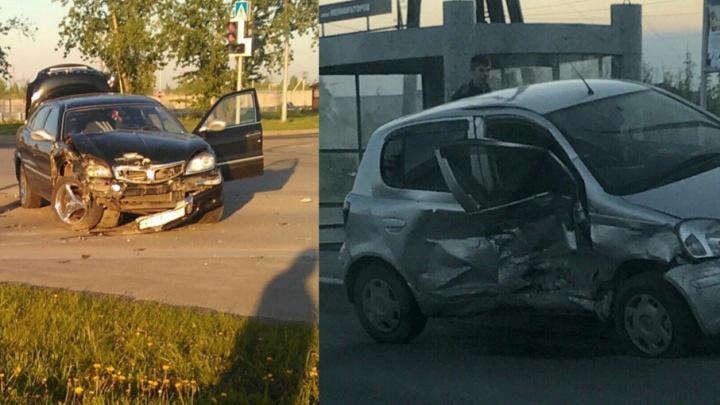 Водители автомобилей Toyota и «Волга» не поделили дорогу на улице Щербакова